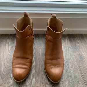 Franco Sarto booties booties brown size 7